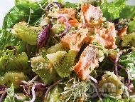 Рецепта Залена салата със сьомга, киви и кълнове от ряпа